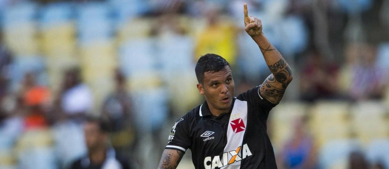 Ramon comemora gol do Vasco sobre o Fluminense Foto: Guito Moreto / Agência O Globo