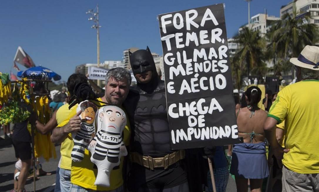 Embora o alvo do protesto seja a classe política, o principal alvo dos protestos até agora é o ministro Gilmar Mendes, do STF Foto: Leo Martins / Agência O Globo