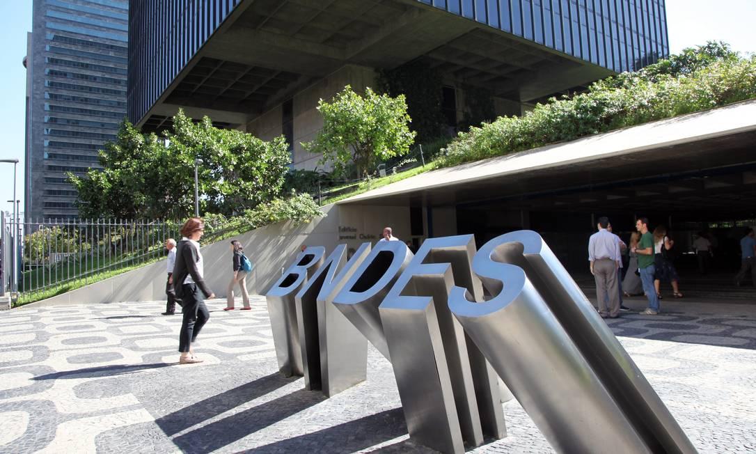 Fachada do BNDES: custo alto e burocracia afugentaram demanda, dizem analistas Foto: / Lucas Tavares/18-7-2017