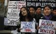 Mulheres protestam contra violência sexual na Índia