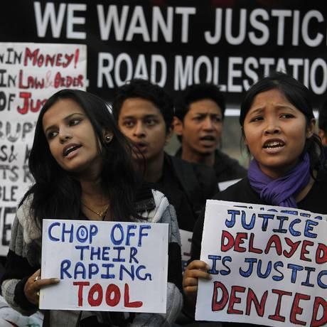 Mulheres protestam contra violência sexual na Índia Foto: Anupam Nath / AP