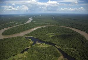 Vista aérea do rio Auati-Paraná, na Amazonia Foto: Antônio Scorza / Agência O Globo