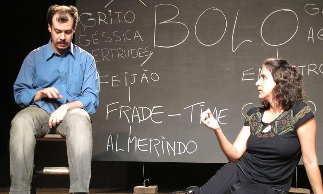 Ana Paula Novellino e Claudio Amado contracenam em 'Dois é bom', na Casa de Cultura Laura Alvim Foto: Lola Borges / Lola Borges