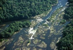 Uma vista aérea do Rio Jari : a região protegida pela reserva de Iratapuru guarda uma das florestas mais espetaculares de toda a Amazônia (Amapá). Foto: Conservação Internacional / Divulgação