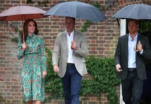 Kate Middleton, príncipe William e príncipe Harry Foto: HANNAH MCKAY / REUTERS