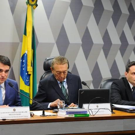 Luiz Fernando Bandeira de Mello Filho, Erick Vidigal e senador Edison Lobão durante sabatina Foto: Agência Senado