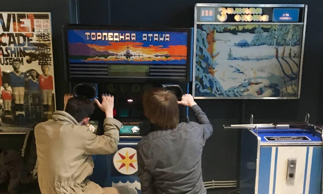 O regime bolchevique ainda vive no saudosista Museu dos Fliperamas Soviéticos. Detalhe: todos os jogos eletrônicos ainda funcionam. Foto: Vivian Oswald