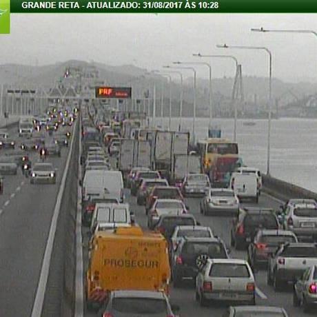 Motoristas enfrentam lentidão no sentido Niterói Foto: Reprodução