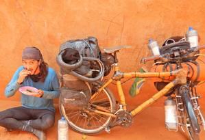 Ricardo Martins no projeto Roda Mundo: na Tanzânia, a quarta parada na África Foto: Arquivo Pessoal