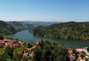 Seguindo o Rio Douro pela Estrada Nacional 222, em Portugal, premiada como a melhor para se dirigir Foto: Flora Pizetta Torres