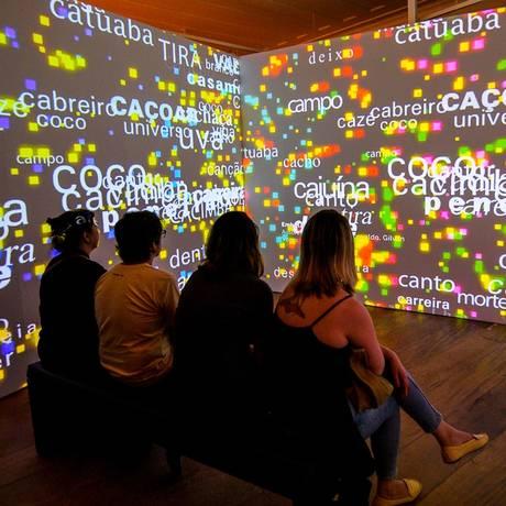Espaço do Museu da Língua Portuguesa na Bienal do Livro. Uma instalação interativa e imersiva Foto: Divulgação/Charles Trigueiro