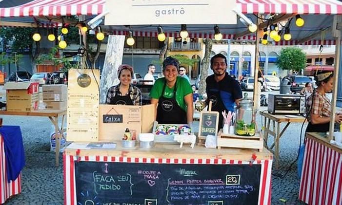 A feira mensal conta com barracas de comes e bebes Foto: Divulgação
