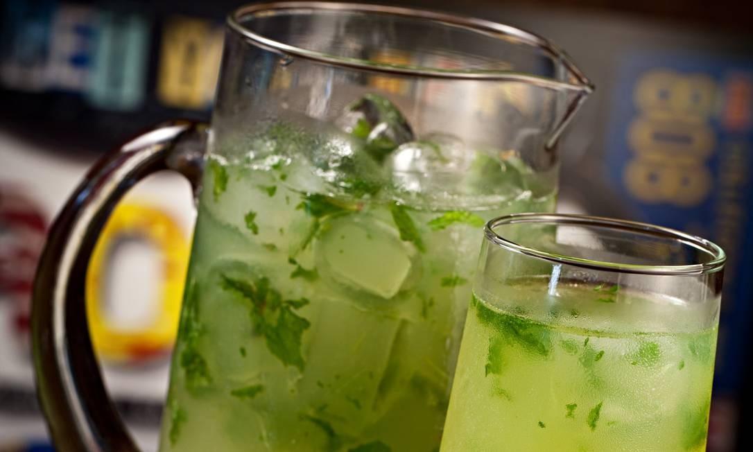 O Rota 66 tem mojito em jarra de 1 litro (R$ 60), feito com hortelã, rum branco, suco de limão e água com gás. Rota 66: Rua Farme de Amoedo 47, Ipanema – 2247-5931. Diariamente, das 11h30 às 2h. C.C.: Todos. Foto: Divulgação/Rodrigo Azevedo