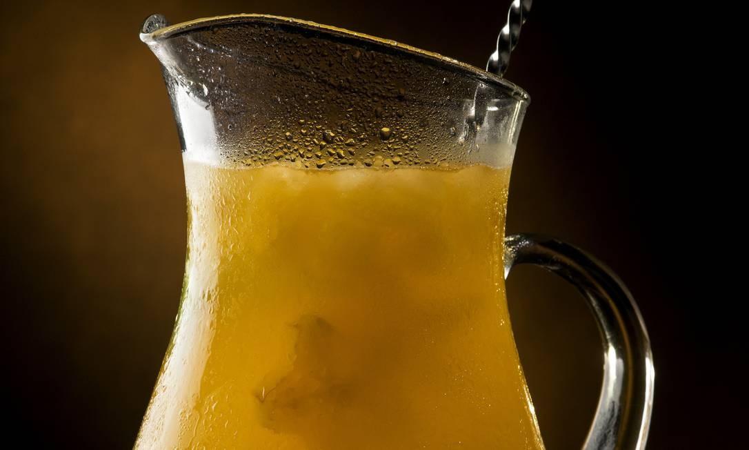 O Caricot (R$ 120), do Azur, combina vinho branco, uva verde, maçã verde, carambola e soda limonada. Azur: Av. Delfim Moreira, Leblon – Posto 11 – 98295-0045. Seg a qui, das 11h às 22h. Sex a dom e feriados, das 11h às 23h. C.C.: Todos. Foto: Divulgação/Alexander Landau