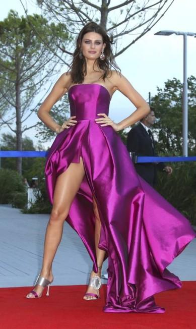 Isabeli com o vestido 'sob controle' Joel Ryan / Joel Ryan/Invision/AP