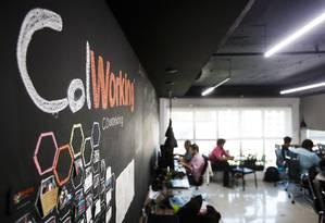 Junto e misturado. Espaços de coworking crescem no Rio de Janeiro. Redução de custos, networking e economia colaborativa impulsionam o novo modelo de negócios