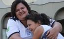 """Aline da Cruz Cordeiro conseguiu que a filha Isabella voltasse a estudar no CIEP Adão Pereira Nunes: """"Os jovens precisam ter um futuro"""", diz ela Foto: Julio Cesar Guimaraes / Agência O Globo"""