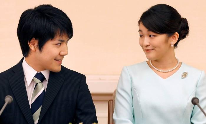 Princesa Mako adia casamento com plebeu por