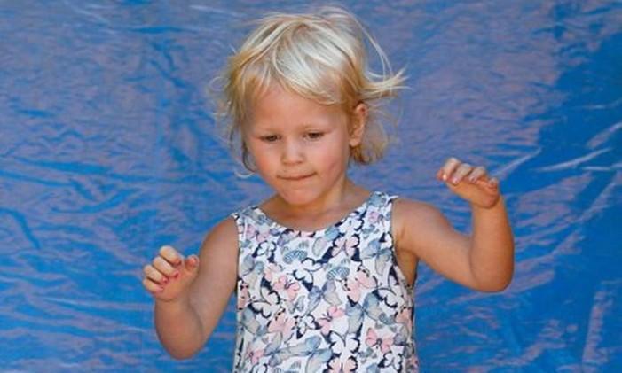 Isla Phillips é a segunda filha de Peter e neta da princesa Ana, única filha da rainha Elizabeth Foto: Reprodução Twitter