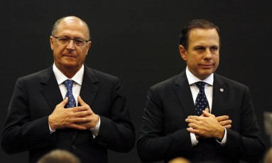 O governador de São Paulo Geraldo Alckmin e o prefeito de São Paulo João Doria Foto: Edilson Dantas / Agência O Globo