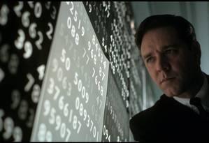 Russell Crowe interpreta o matemático esquizofrênico John Nash no filme