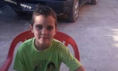 Menino Renan, de 8 anos, baleado na cabeça por bandidos durante um arrastão em Caxias Foto: Reprodução