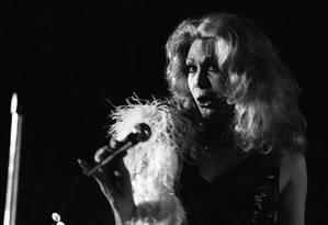 Travesti. Nos anos 70, a cantora e atriz Rogéria se apresenta em show na Boite Sucata, na Lagoa, Zona Sul do Rio Foto: 24/06/1976 / Agência O Globo