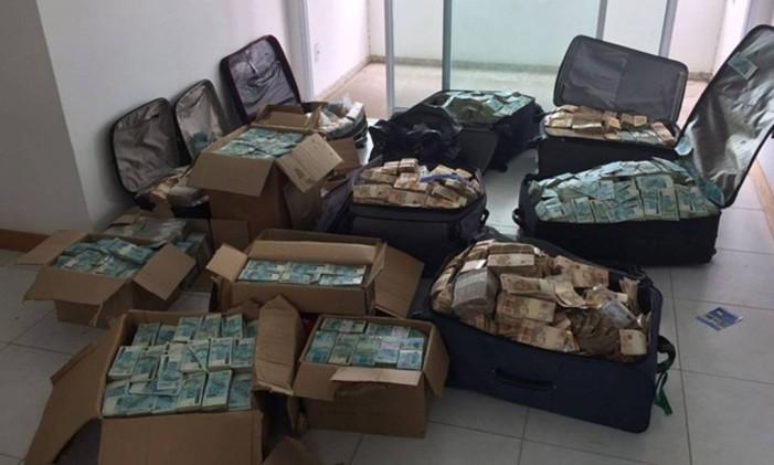 A PF chegou a um endereço em Salvador/BA, que seria, supostamente, utilizado por Geddel Vieira Lima para armazenagem de dinheiro em espécie. PF contabilizou mais de R$50 milhões Foto: Polícia Federal / Agência O Globo