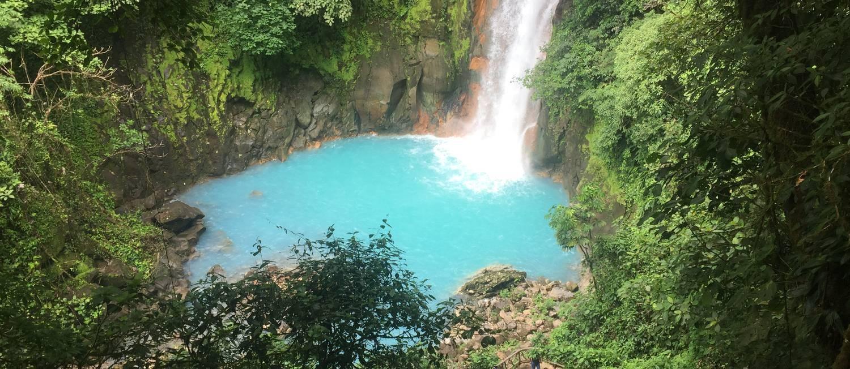 Cachoeira: queda d'água no Rio Celeste atrai cem mil visitantes todos os anos Foto: Guilherme Ramalho