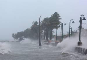 Ondas fortes em Fajardo, Porto Rico: furacão Irma chegou hoje ao território Foto: ALVIN BAEZ / REUTERS