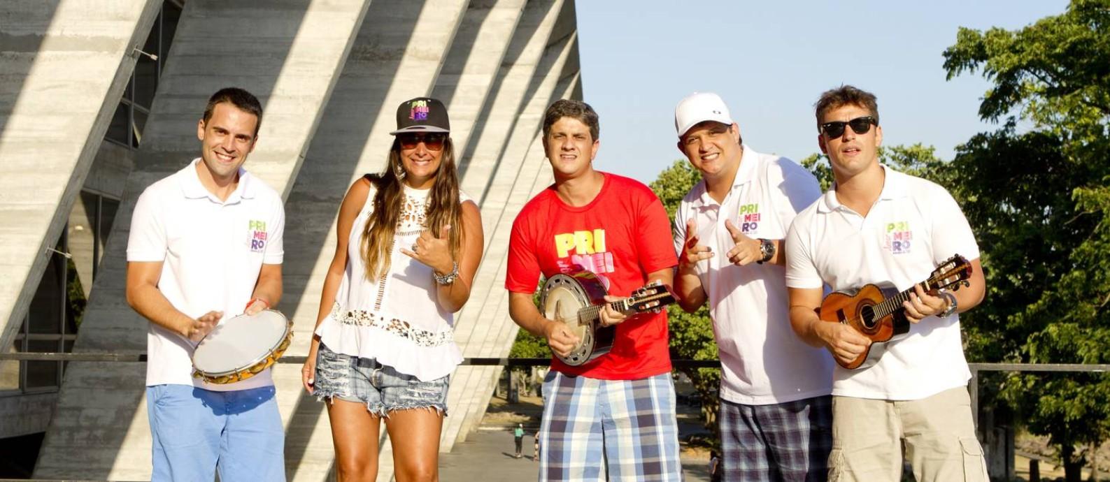 O bloco Primeiro Amor Samba Retrô faz a roda no MAM Foto: Bia Guedes : Bianca Guedes / Bia Guedes