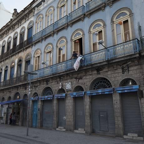 Patrimônio carioca. O sobrado azul, onde a casa funciona desde 1942 Foto: Alexandre Cassiano / Agência O Globo