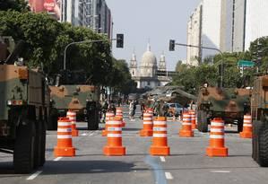Militares na Avenida Presidente Vargas. Imagem de 07-09-2016 Foto: Domingos Peixoto / Agência O Globo