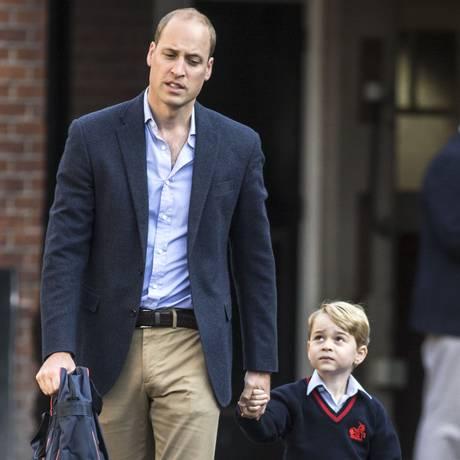 Príncipe William leva George ao primeiro dia de aula Foto: RICHARD POHLE / AFP