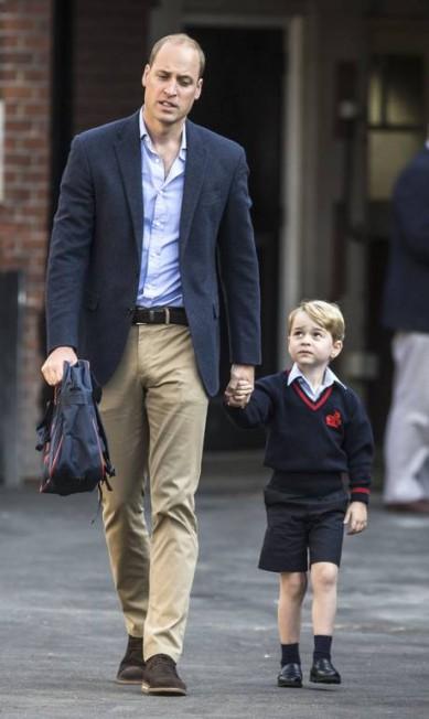 A carinha de 'sofrimento' do pequeno príncipe RICHARD POHLE / AFP