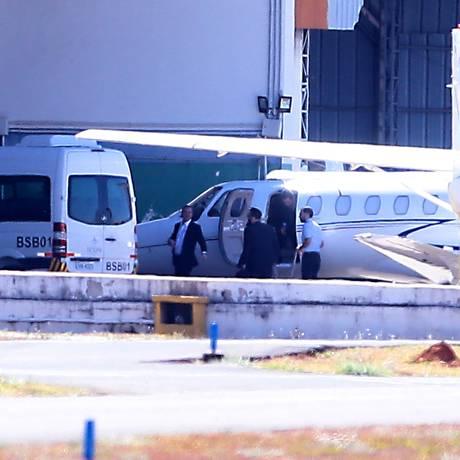 Joesley Batista desembarca no aeroporto de Brasília Foto: Jorge William / Agência O Globo