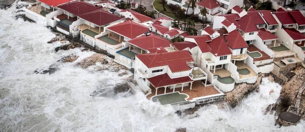 Imagem aérea mostra parte de ilha de St. Martin, no Caribe, após chegada do furacão Irma Foto: HANDOUT / REUTERS