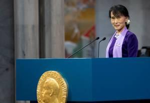 Em junho de 2012, Suu Kyi faz discurso após vencer Nobel da Paz em Oslo Foto: DANIEL SANNUM LAUTEN / AFP