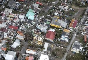 Passagem do furacão Irma danificou 95% do Norte da ilha de St. Martin, no Caribe, afirmou o governo local: estados americanos adotam medidas preventivas para resistir à chegada da tempestade no Sul do país Foto: GERBEN VAN ES / GERBEN VAN ES/AFP