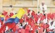 Papa acena aos fiéis em seu segundo dia na Colômbia: em poucas horas ele celebrou uma missa para 1 milhão de pessoas, encontrou autoridades foi duro com padres, pedindo que busquem a comunhão com perseverança