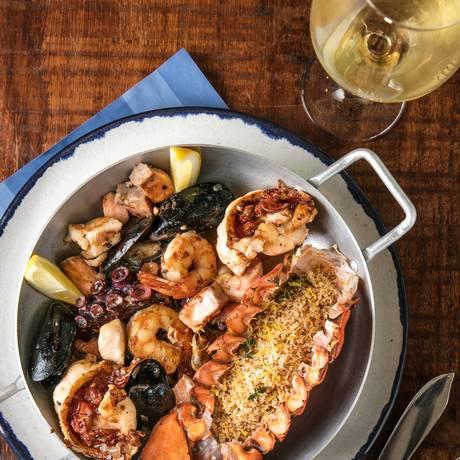 Divulgação/Panela de frutos do mar do Porto Frescatto, com salmão, lagosta, peixe branco, polvo, mexilhões, lula e lagostim Foto: Divulgação/Tomas Rangel