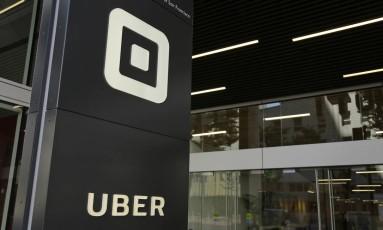 Logomarca do Uber em sua sede, em São Francisco. Foto: Eric Risberg/AP