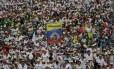 Milhares de fiéis participaram da missa rezada pelo Papa Francisco em Villavicencio Foto: Andrew Medichini / AP