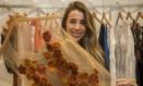 Bordados de Minas. A estilista Roraine Zanetti com roupas da FibStore: ajuda às artesãs para criar cooperativa Foto: Analice Paron / Analice Paron