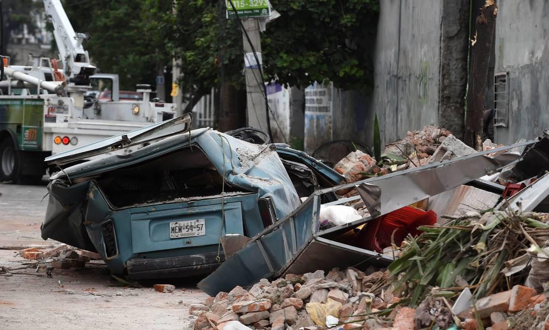Na Cidade do México, rua fica devastada pelo terremoto; Centro de Alerta de Tsunami do Pacífico emitiu alerta de possíveis ondas de até quatro metros de altura nos países do México, Guatemala, El Salvador, Costa Rica, Nicarágua, Panamá, Honduras e Equador Foto: ALFREDO ESTRELLA / AFP