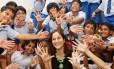 A designer indiana Kiran Sethi, que criou a Riverside School depois de começar a dar aulas para o próprio filho, hoje tem 410 alunos na instituição; eles aprendem a partir de quatro pilares: sinta, imagine