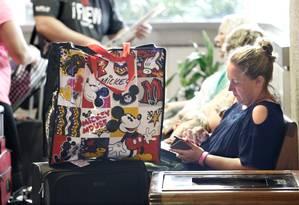 Turistas lotam o Aeroporto Internacional de Orlando para fugir do Irma Foto: GREGG NEWTON / REUTERS