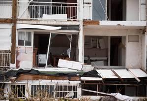 Apartamentos ficaram devastados em Marigot, na ilha de St. Martin após a passagem do furacão Irma Foto: MARTIN BUREAU / AFP