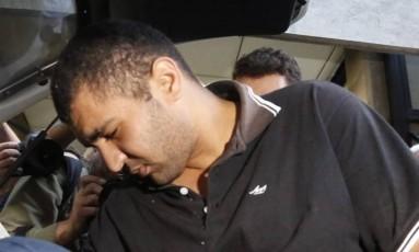 Diego Ferreira de Novaes ao ser preso após abusar sexualmente de uma mulher dentro de um ônibus na região da Av. Paulista, em São Paulo Foto: Edilson Dantas / Agência O Globo