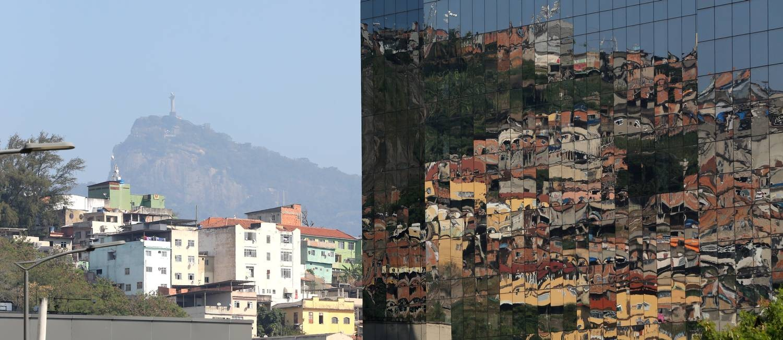 O Cristo e o Morro da Providência, cenário da primeira grande guerra do tráfico no Rio Foto: Custódio Coimbra / Agência O Globo